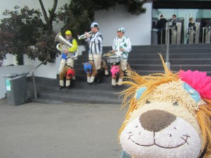Lewis the Lion smiles at the jockey-musicians!