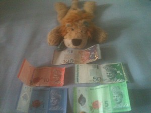 Lewis the Lion with the 1, 5, 10, 50 and 100 ringgit notes