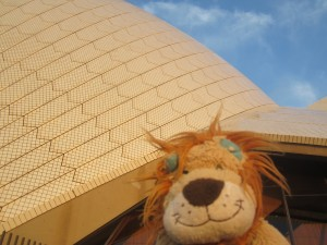 Lewis is even more impressed by the Sydney Opera House when he's up close