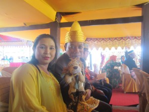 Lewis the Lion, Yulie and Young Prince Rendy await the Sultan