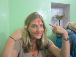 A bindi that looks like a gunshot wound!